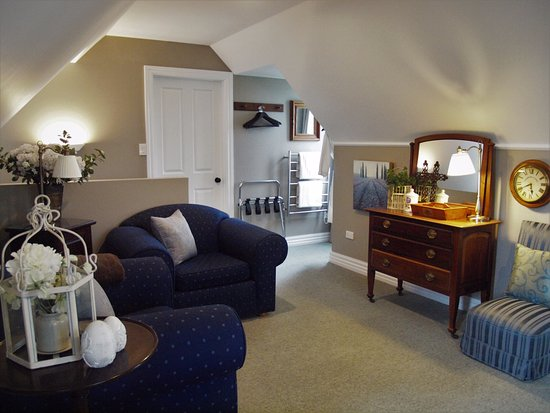 Blenheim, New Zealand: Hillsfield House Accommodation available at Wine Tours by Bike