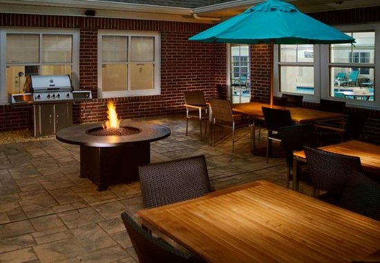 Largo, MD: Outdoor Patio