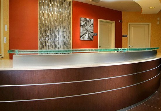 Largo, MD: Front Desk