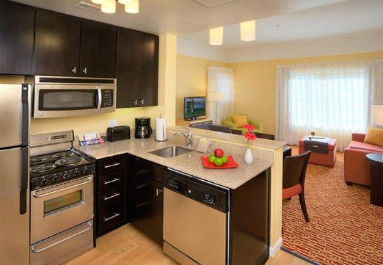 Lewisville, TX: Suite Kitchen & Living Area