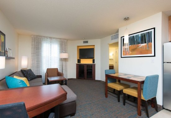 Maumee, OH: Suite Living Area