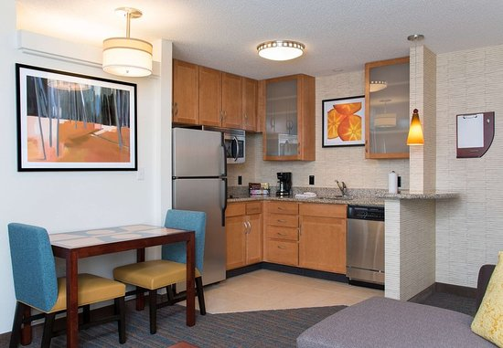 Maumee, OH: Studio Suite Kitchen