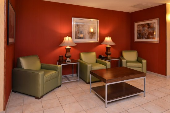 Lititz, PA: Seeting area in main lobby