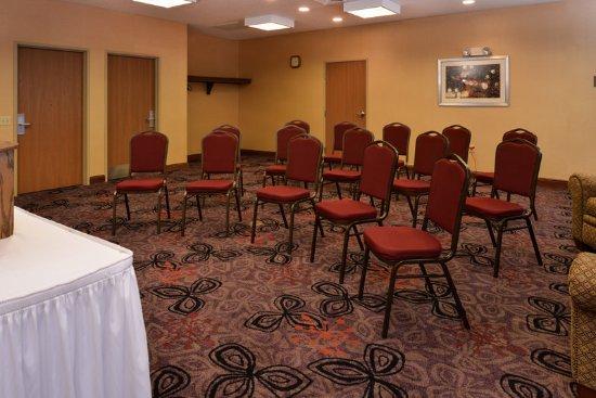 Lititz, PA: 575sqft meeting room accommodates 1-40 people max based on set up.