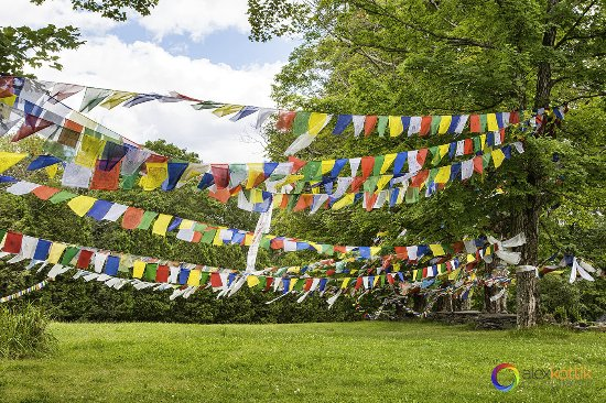 Woodstock, Estado de Nueva York: Buddhists flags around the monastery