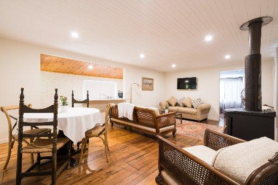 Wollombi, Austrália: Cottage Lounge Room