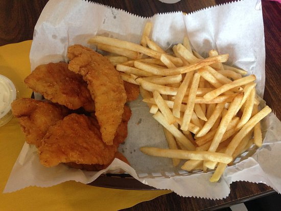 Keshena, Висконсин: Chicken fingers and regular fries