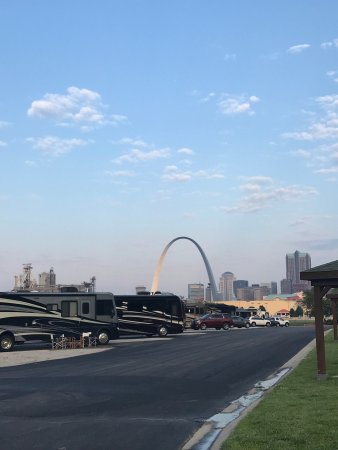 East Saint Louis, IL: RV Park with view of the arch....