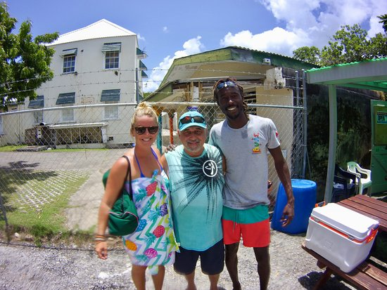 West Side Scuba Centre: GREAT STAFF! HEATHER TO MY LEFT, ROY TO MY RIGHT, I'M IN THE MIDDLE.