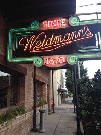 Meridian, MS: Lovely neon sign broadcasting the Weidmann's restaurant!