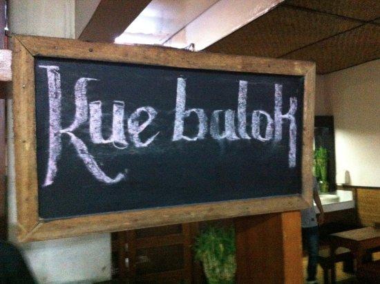Nasi Bancakan: Sign board kue balok hangat enak