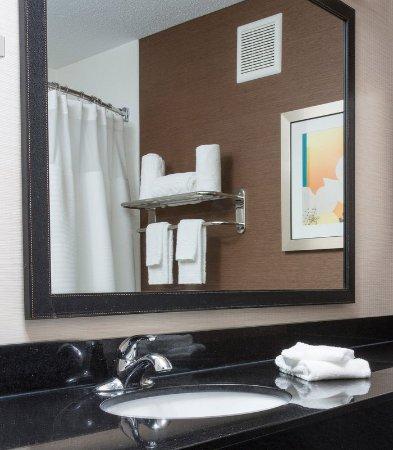 Terre Haute, Indiana: Guest Bathroom
