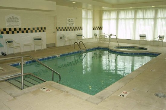 Hilton Garden Inn Kansas City: Indoor Pool