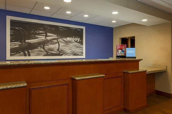 West Haven, CT: Front desk