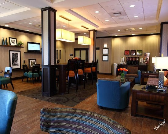 Farmington, MO: Perfect Mix Lobby