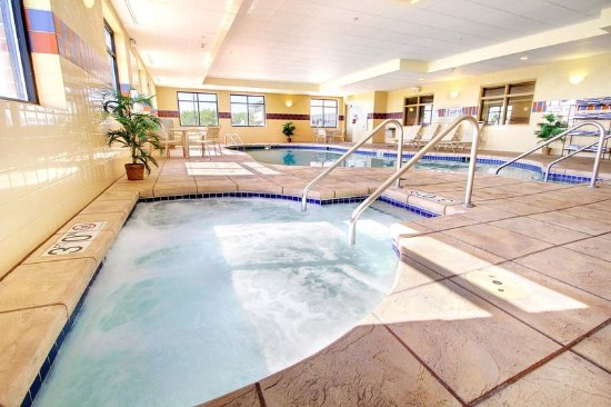 West Bend, WI: Hot Tub