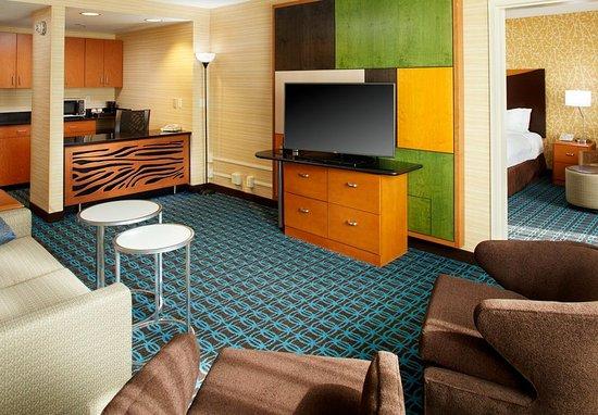 Beachwood, OH: King Suite