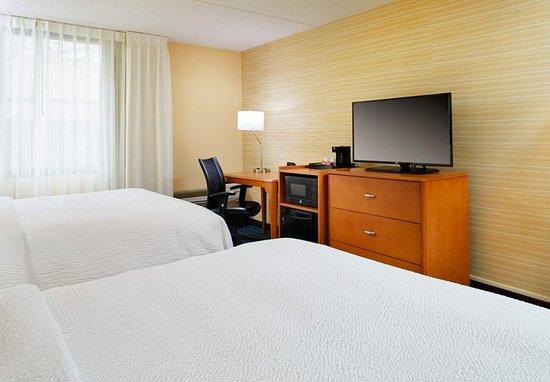 Beachwood, OH: Queen/Queen Guest Room
