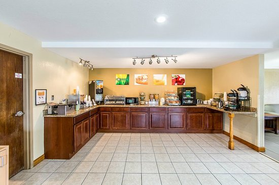 breakfast nh c a howard johnson pigeon forge pigeon. Black Bedroom Furniture Sets. Home Design Ideas