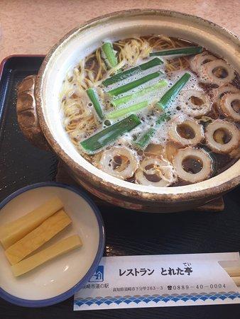 高知名物鍋焼きうどん。