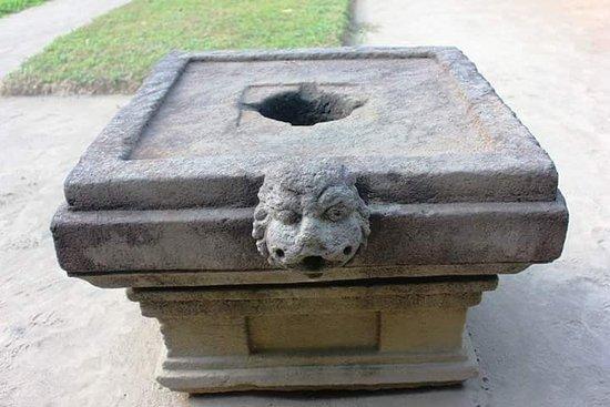 Bantul, Indonesia: 8th century Yoni