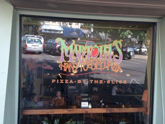 写真Martolli's Hand Tossed Pizza枚
