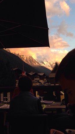 Argentiere, Francia: Vue de la terrasse - coucher du soleil