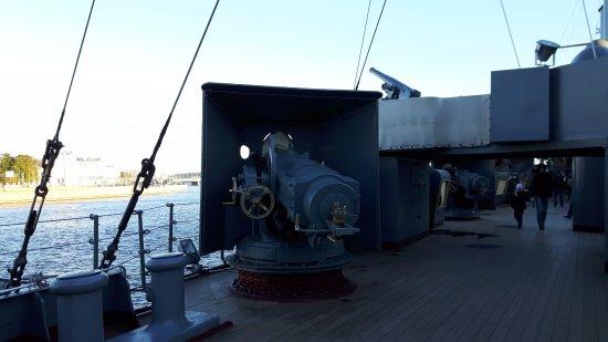 Cruiser Aurora: Da ist Geschichte zum Anfassen. Beeindruckend die Technik der damaligen Zeit.