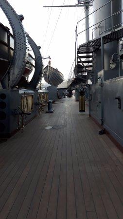 Cruiser Aurora: Kreuzer Aurora - an Deck