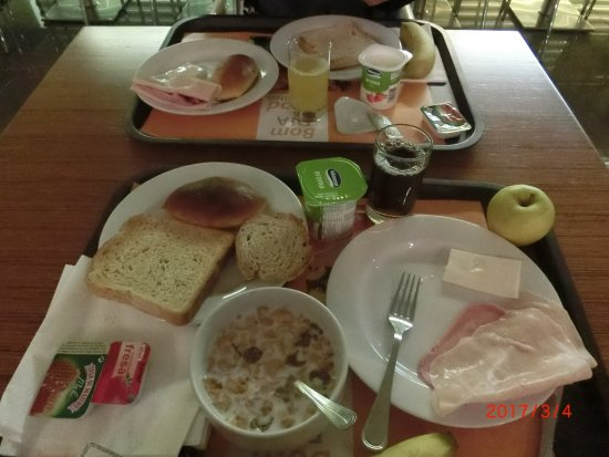 Prior Velho, Portugal: ハムの朝食