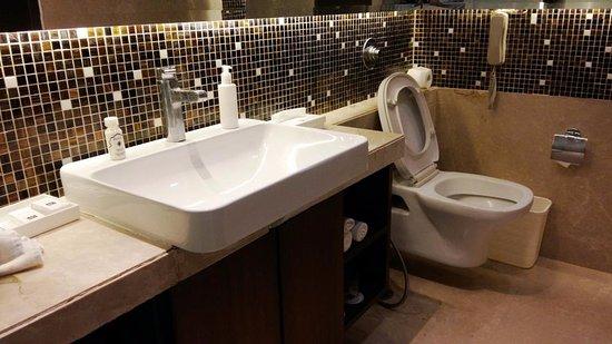 The Metropolitan Hotel & Spa: Bathroom