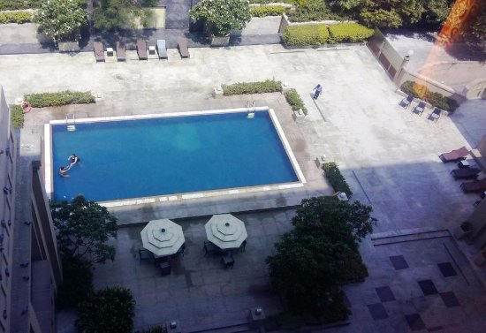 The Metropolitan Hotel & Spa: View of pool from room