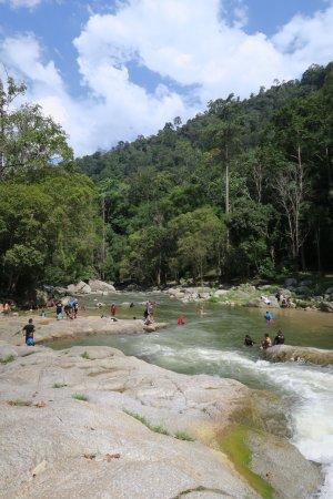Bentong, Μαλαισία: Swimming / paddling area below the falls