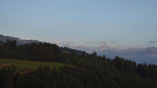 Heiligenschwendi, Schweiz: Heilgenschwendi, Halten: Eiger, Mönch und Jungfrau am Abend