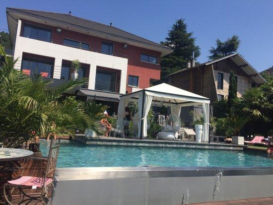 Les suites du lac b b aix les bains voir les tarifs for Tarif piscine aix les bains