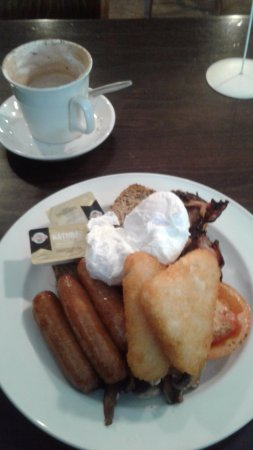 Feilding, New Zealand: A very ample big breaky...