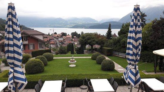 Oberhofen am Thunersee, Switzerland: Blick von der Terasse auf den See