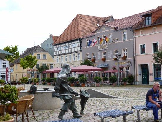 Ueckermunde, Almanya: Hotel und Marktplatz