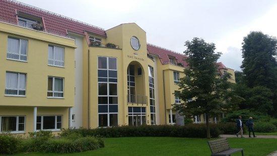 Hotel Thermalis: Hotel vom Kurpark aus gesehen