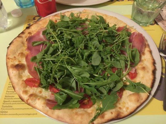 Abetone, Italy: Pizza Italiana con aggiunta di prosciutto crudo