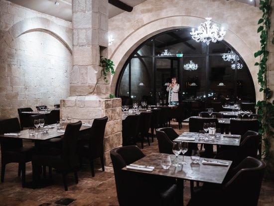 Saint-Gilles, Francja: La salle du restaurant