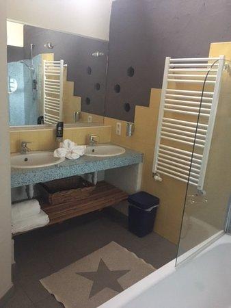 zimmer u dschungelwand im restaurant photo de adventure camp schnitzmuehle viechtach. Black Bedroom Furniture Sets. Home Design Ideas