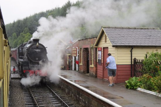 Pickering, UK: Passing an LMS Stanier Black 5 at Liversham Station