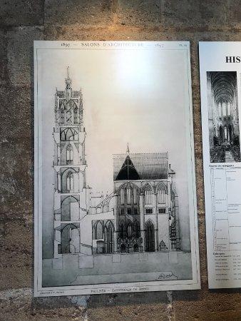 Cathedrale Notre Dame de Rodez: Plan exposé à l'intérieur