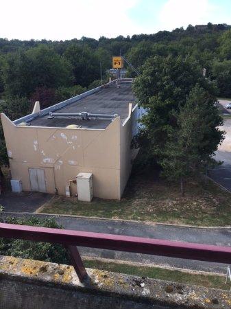 Ussac, França: vue sur hôtel Formule 1, le parking et un bout d'autoroute