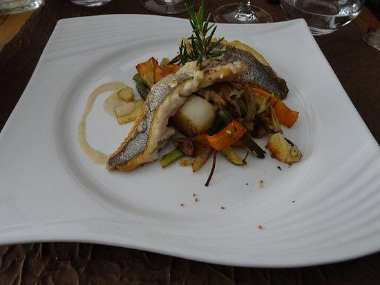 Briare, ฝรั่งเศส: filet de dorade grise aux petits légumes