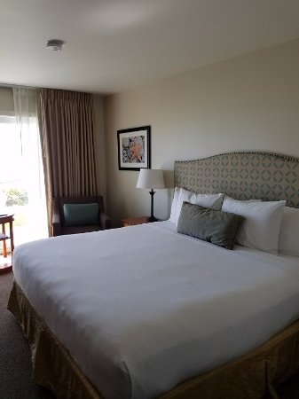 Pelican Shores Inn : King Deluxe Room