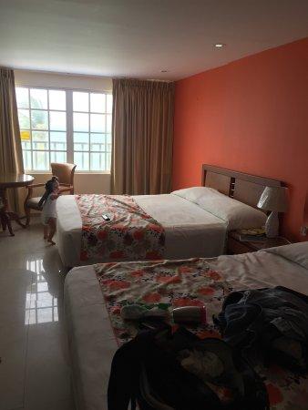 Hotel Bahia Sardina: Vistas desde habitación (con vista al mar) y zonas de piscina.