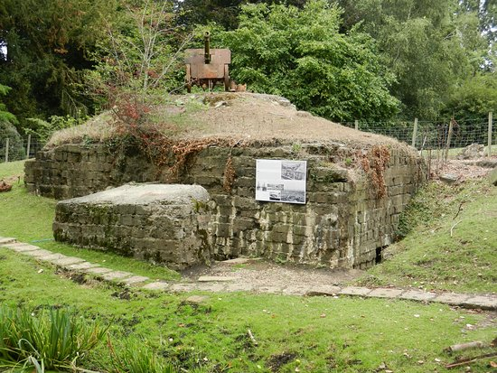 Kasteelhof 't  Hooghe : There are original WW1 trenches and a bunker etc. in the hotel grounds.