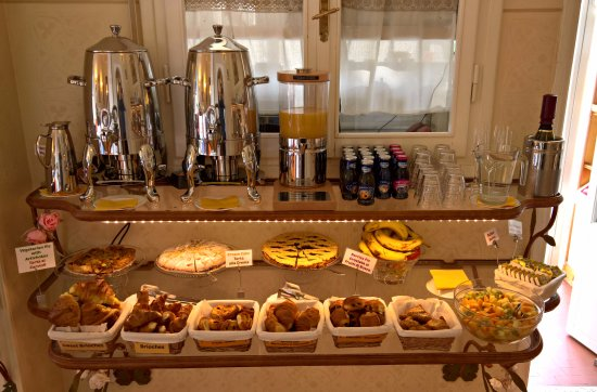 Hotel David: Buffet Breakfast